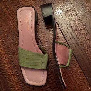 Donald J Pluner Sandals size 10M